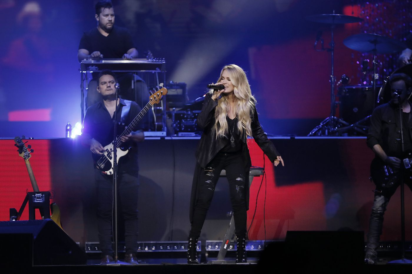 Carrie Underwood announces pregnancy, new tour with stop in Philly