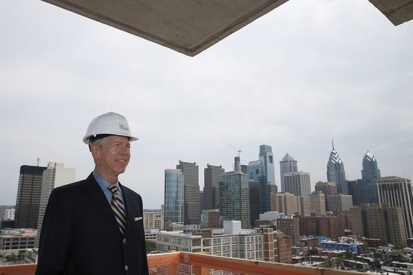 At Dranoff's One Riverside, the final floor goes on