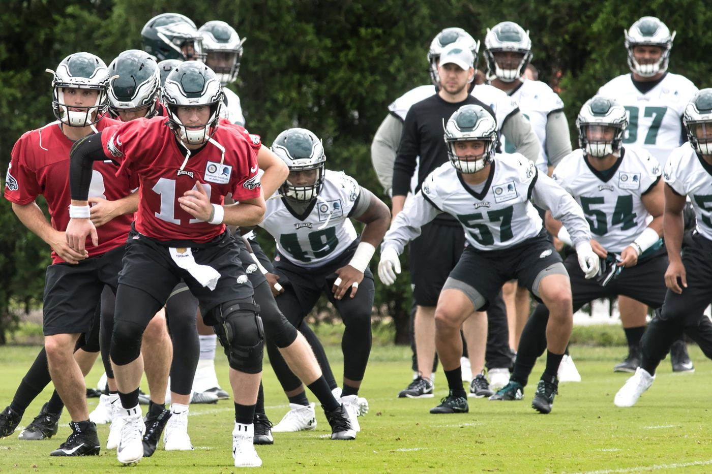 Chris Long, Zach Ertz stress unity as reporters outnumber players in Eagles locker room