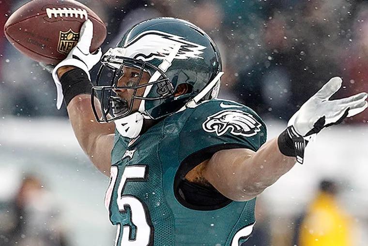 Eagles RB LeSean McCoy celebrates his second touchdown on Sunday. (Ron Cortes/Staff Photographer)
