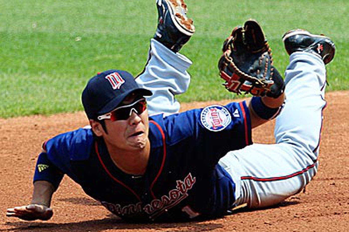 Touch 'Em All: Twins Tsuyoshi Nishioka waives right to rest of contract