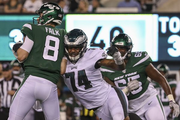 Eagles' Daeshon Hall tried to give his teammates a taste of Jadeveon Clowney, but was it in vain?