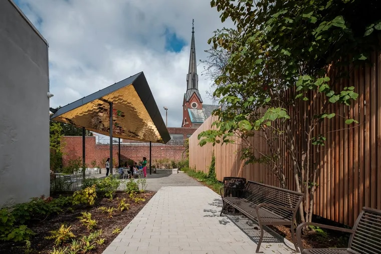 Northern Liberty Neighborhood Association created a small park behind its community center at Third and Fairmount. The space was designed by Kieran Timberlake architects and Studio Bryan Hanes, a landscape architecture firm.