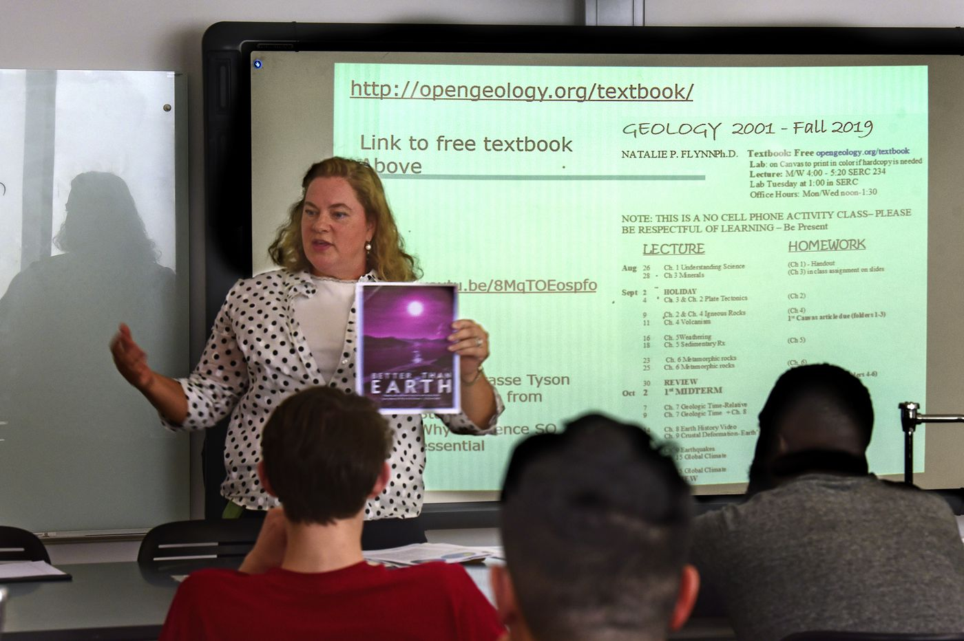 Classes without textbooks? More colleges are giving it a try