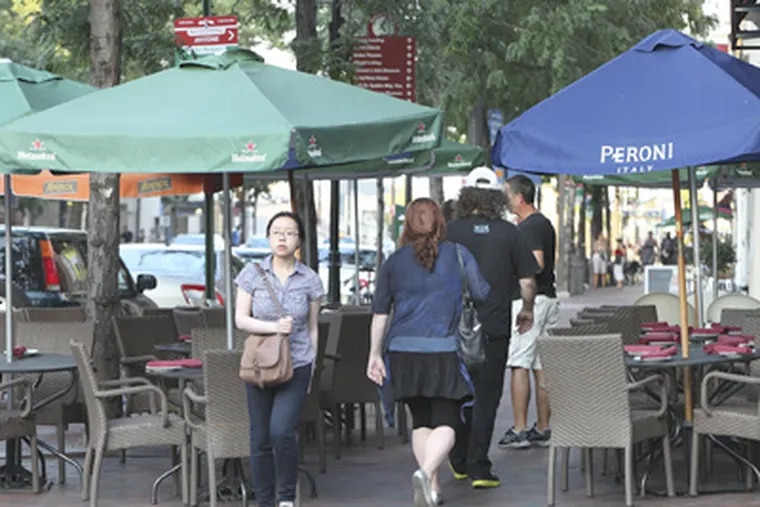 As at many other restaurants, the tables at Pizzicato (above), at Market and 3rd streets, dramatically reduce the portion of sidewalk available to pedestrians. (STEVEN M. FALK / STAFF PHOTOGRAPHER)