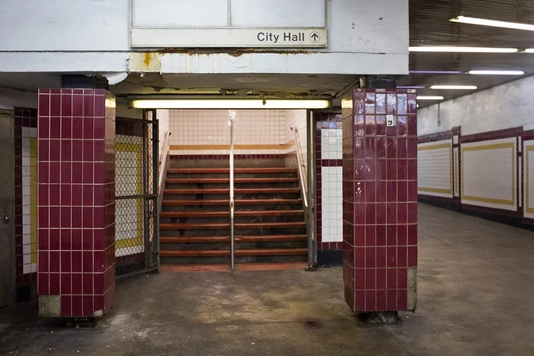 Image of dilapidated City Hall  subway station corridor as seen on Wednesday, January 28, 2015. This corridor is directly underneath City Hall. ( ALEJANDRO A. ALVAREZ / STAFF PHOTOGRAPHER )