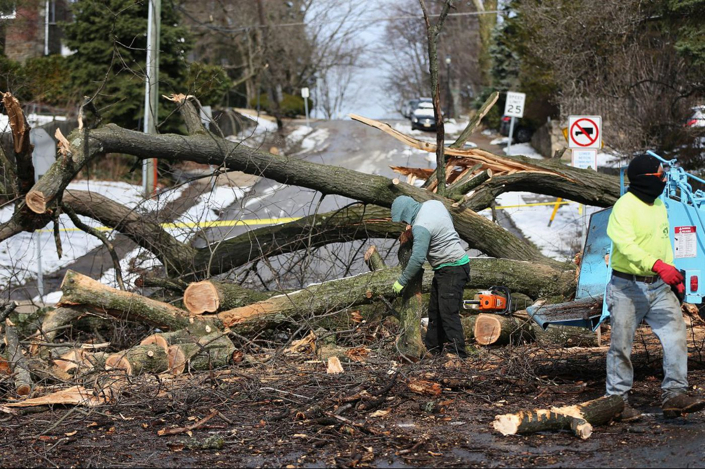 Nor'easter leaves power outages, downed trees, transit headaches and flood threats in Philly and the Shore