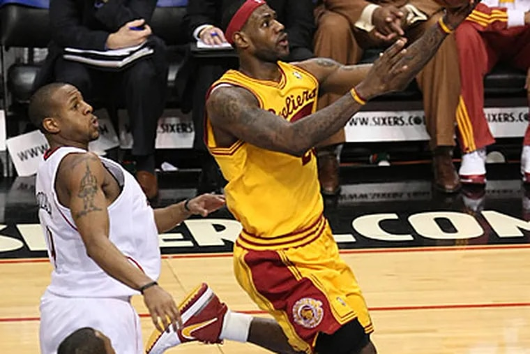 LeBron James drives to the basket for two of his game-high 29 points. (Jerry Lodriguss/Staff Photographer)