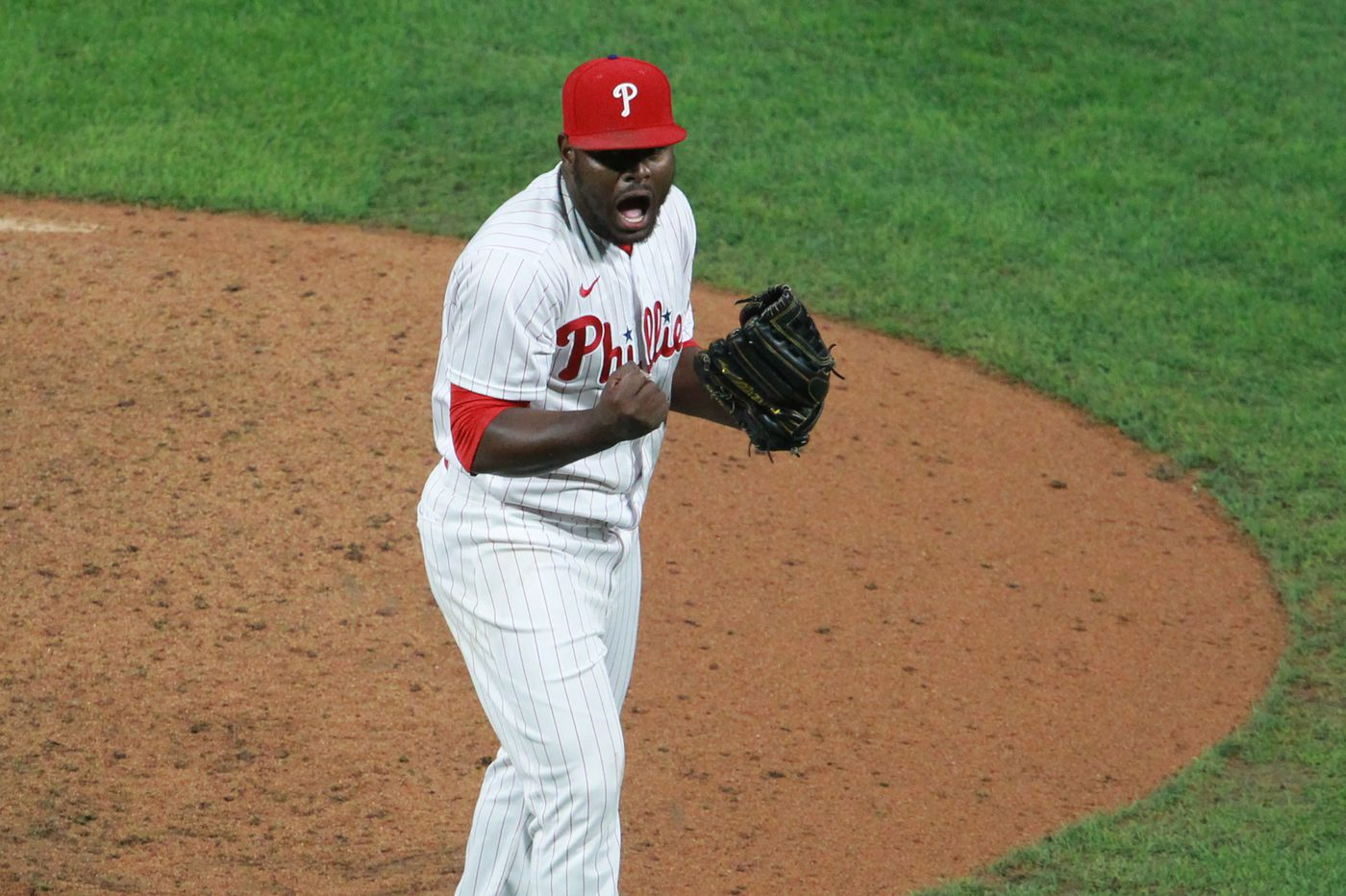 Phillies pitcher Héctor Neris reveals to North Philly students what inspired him to play baseball in the city
