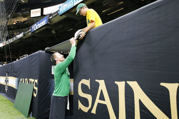 Eagles-Saints line drops before kickoff as bettors lay heavy on New Orleans
