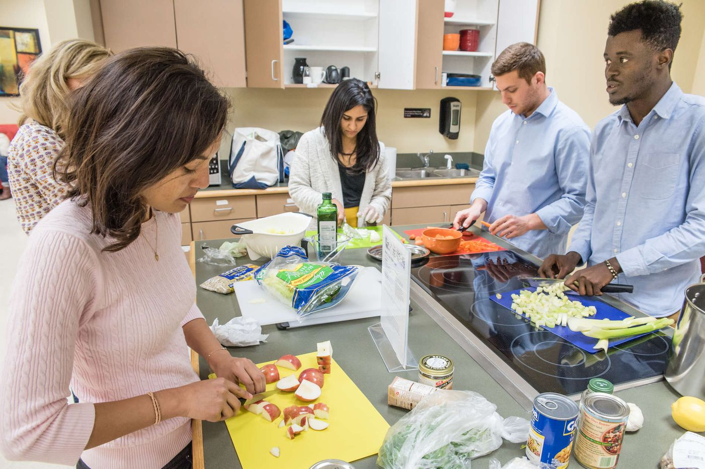 Doctor dishes out the science behind healthy eating to med students