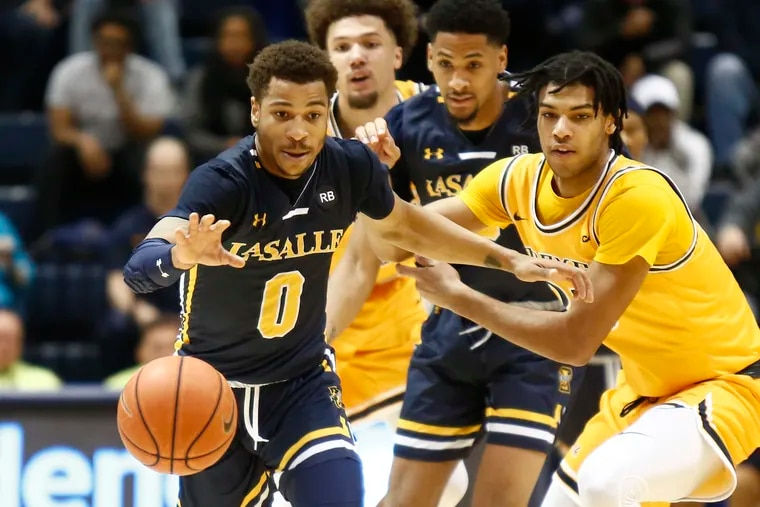 La Salle guard Ayinde Hikim (0) gets to a loose ball ahead of Drexel forward T.J. Bickerstaff during the second half.