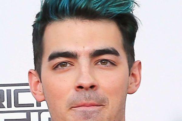 Sideshow: Joe Jonas loves his gay fans