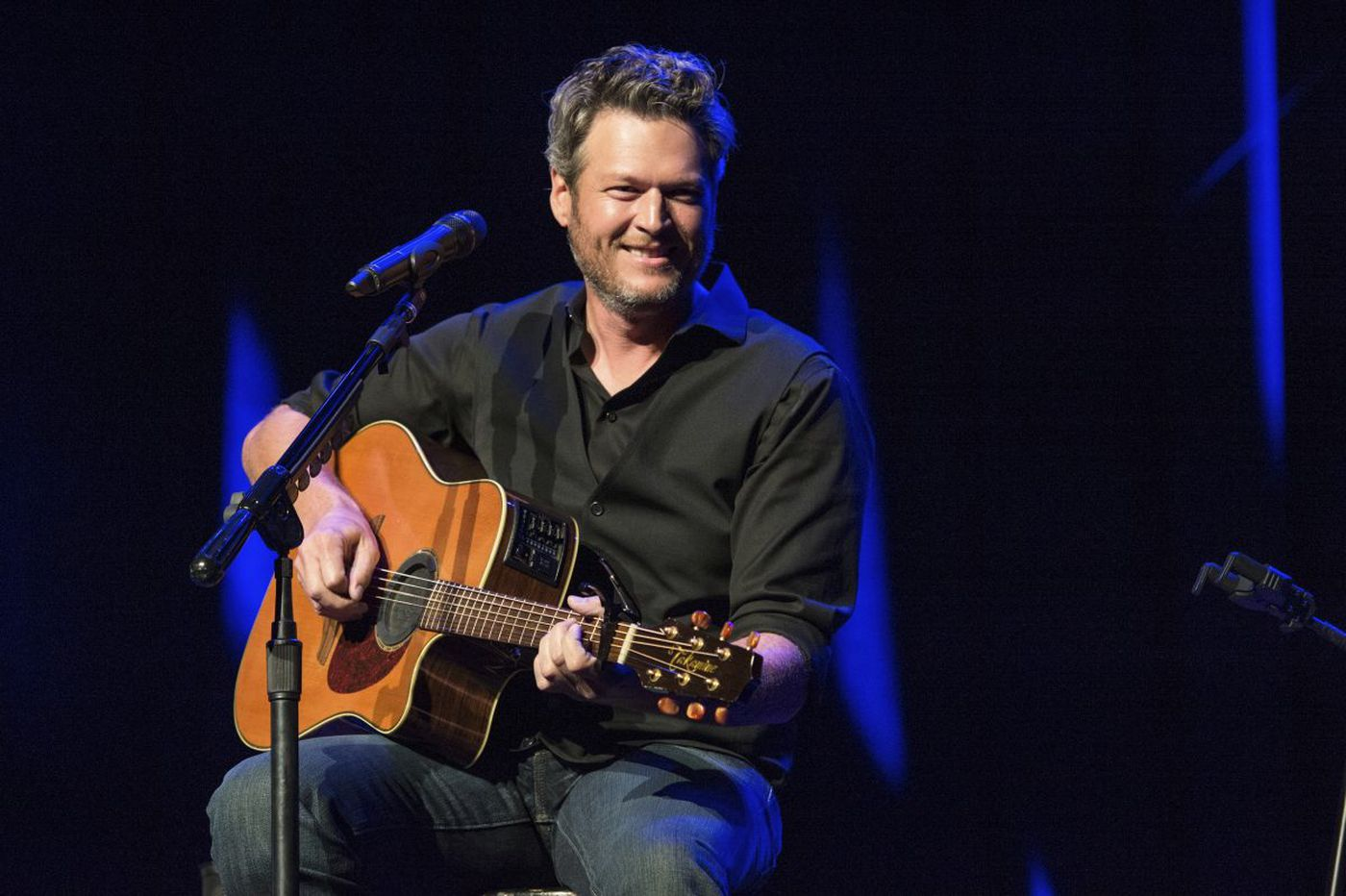 Blake Shelton to sign bottles of vodka in Pa.