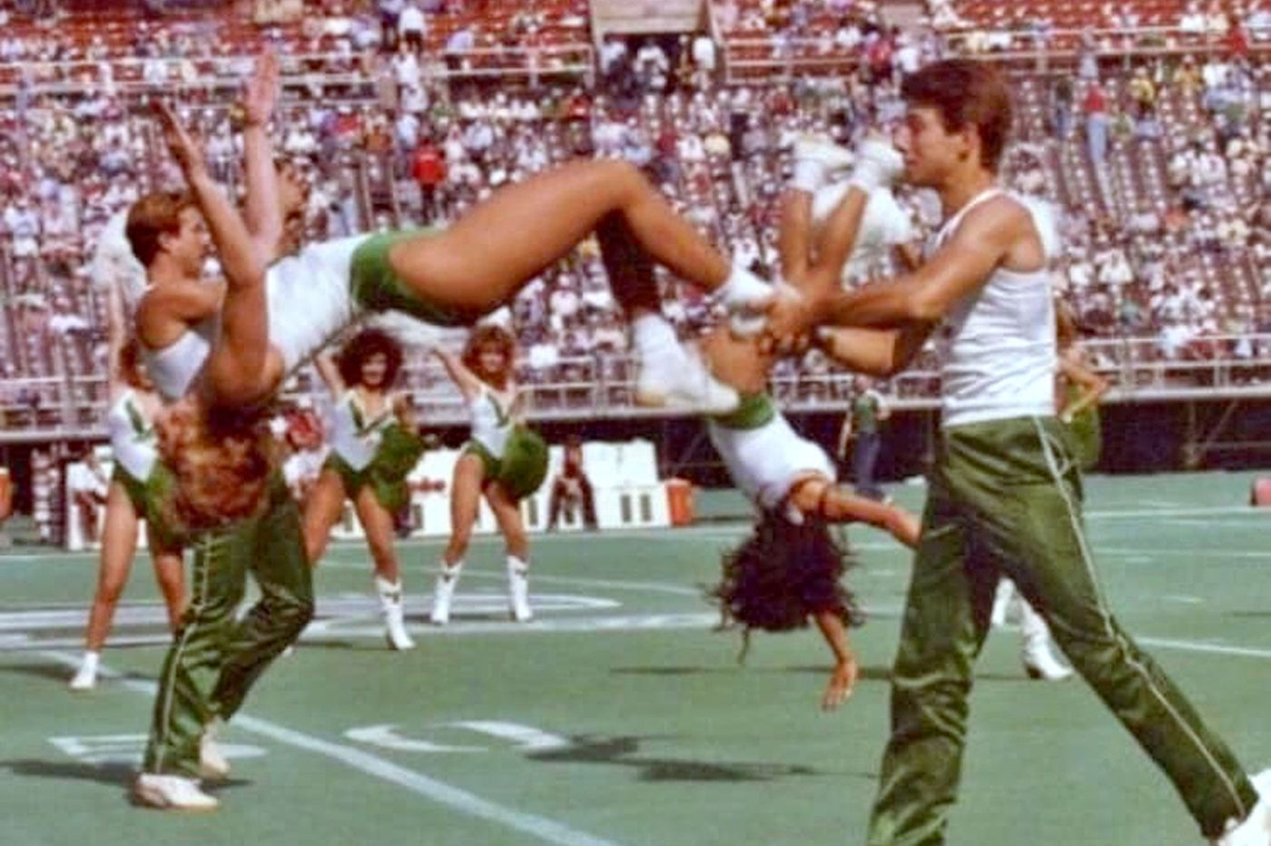 The Eagles' first male cheerleaders were booed at Veterans Stadium