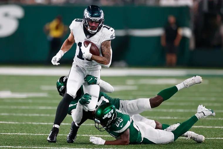 Eagles wide receiver J.J. Arcega-Whiteside running with the ball against New York Jets linebacker Hamsah Nasirildeen (center) and cornerback Brandin Echols on Friday in East Rutherford, N.J.