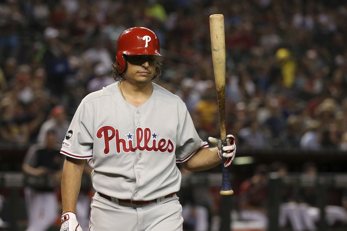 Phillies fall into tie for second NL wild card, as bats go quiet in