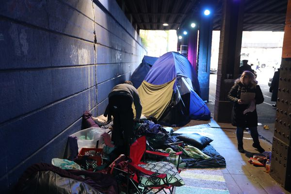 As snow falls, Philly clears another Kensington heroin encampment