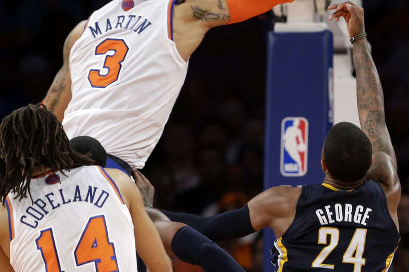 Anthony, Knicks beat Pacers to stay alive
