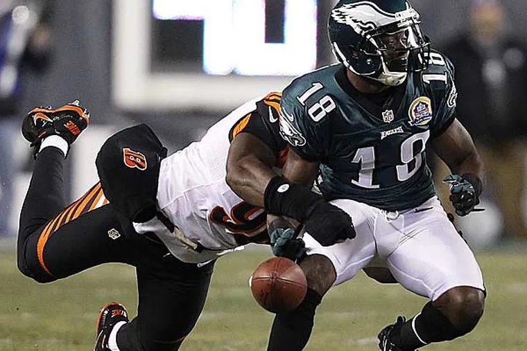 Carlos Dunlap (left) knocks the ball out of the hands of Jeremy Maclin (right) during the first quarter. (David Maialetti/Staff Photographer)