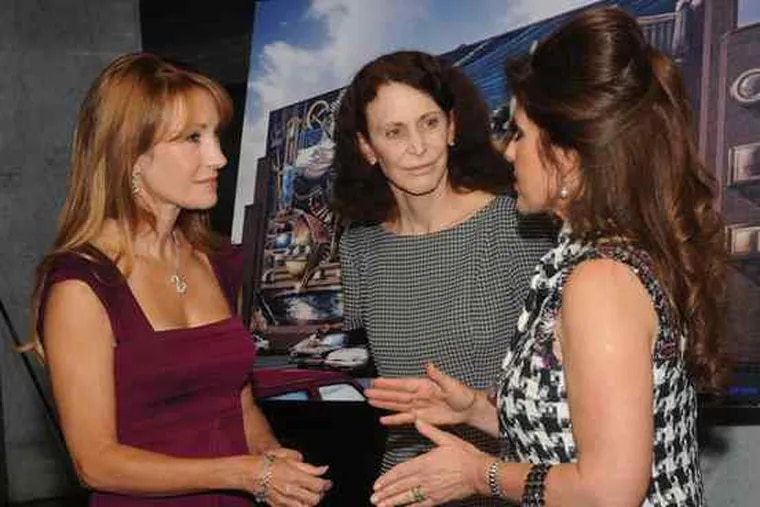 Actress Jane Seymour (left), in a return visit to the Mural Arts Program's Wall Ball, chats with the program's Jane Golden and Margelle Liss (right). The annual fund-raiser was Thursday at the Loews Philadelphia Hotel.