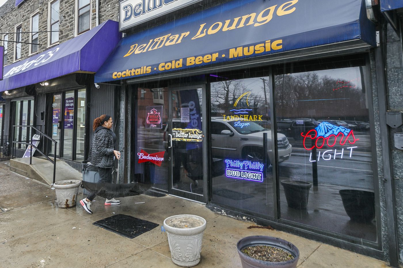 Bar worker, 58, shot dead in closing-time robbery in Germantown