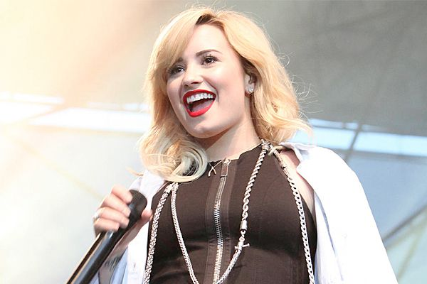 Sideshow: Demi Lovato credits Wilmer Valderrama for her sobriety