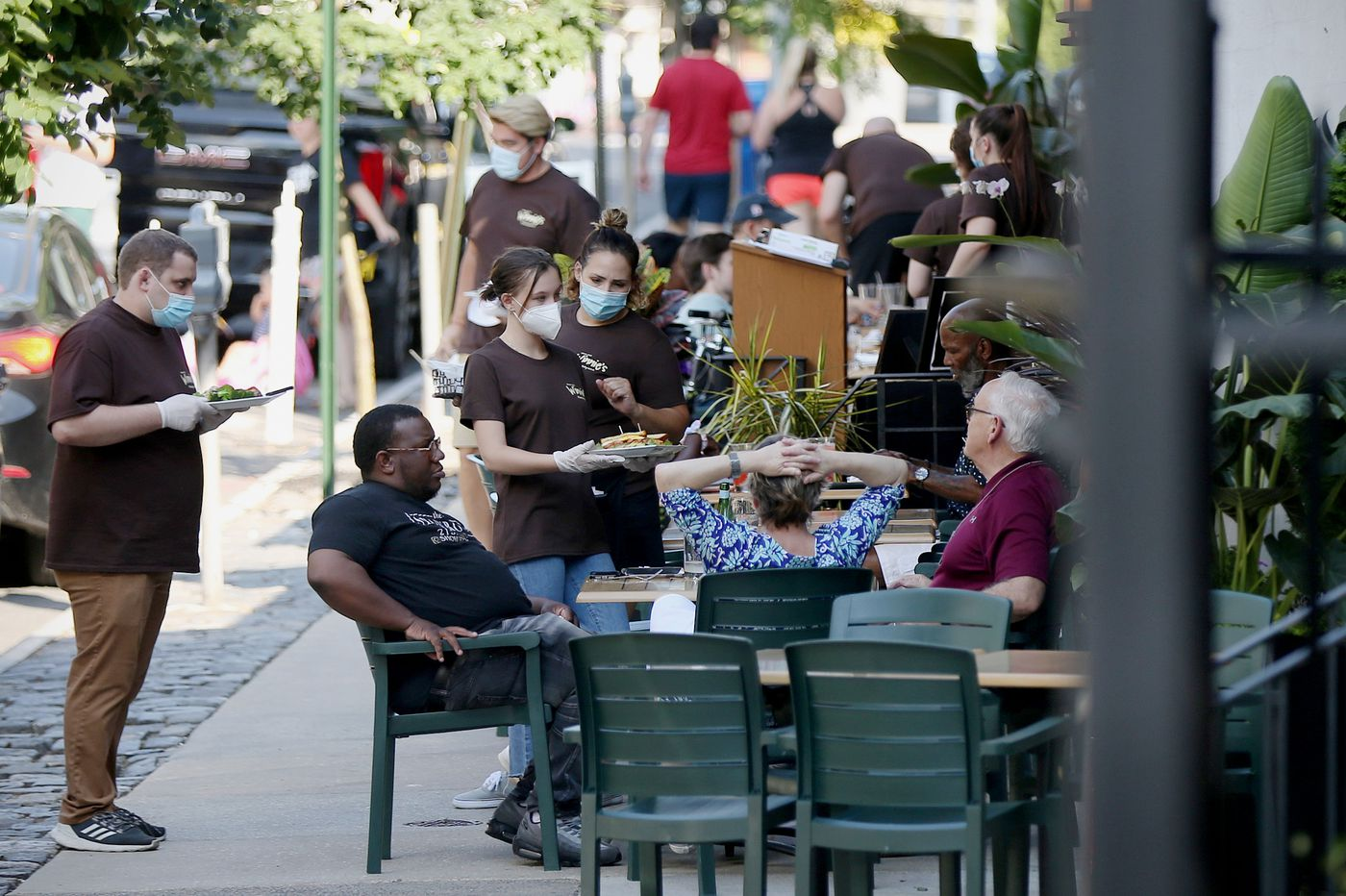 Philadelphia City Council votes to cap third-party delivery fees and expand outdoor dining