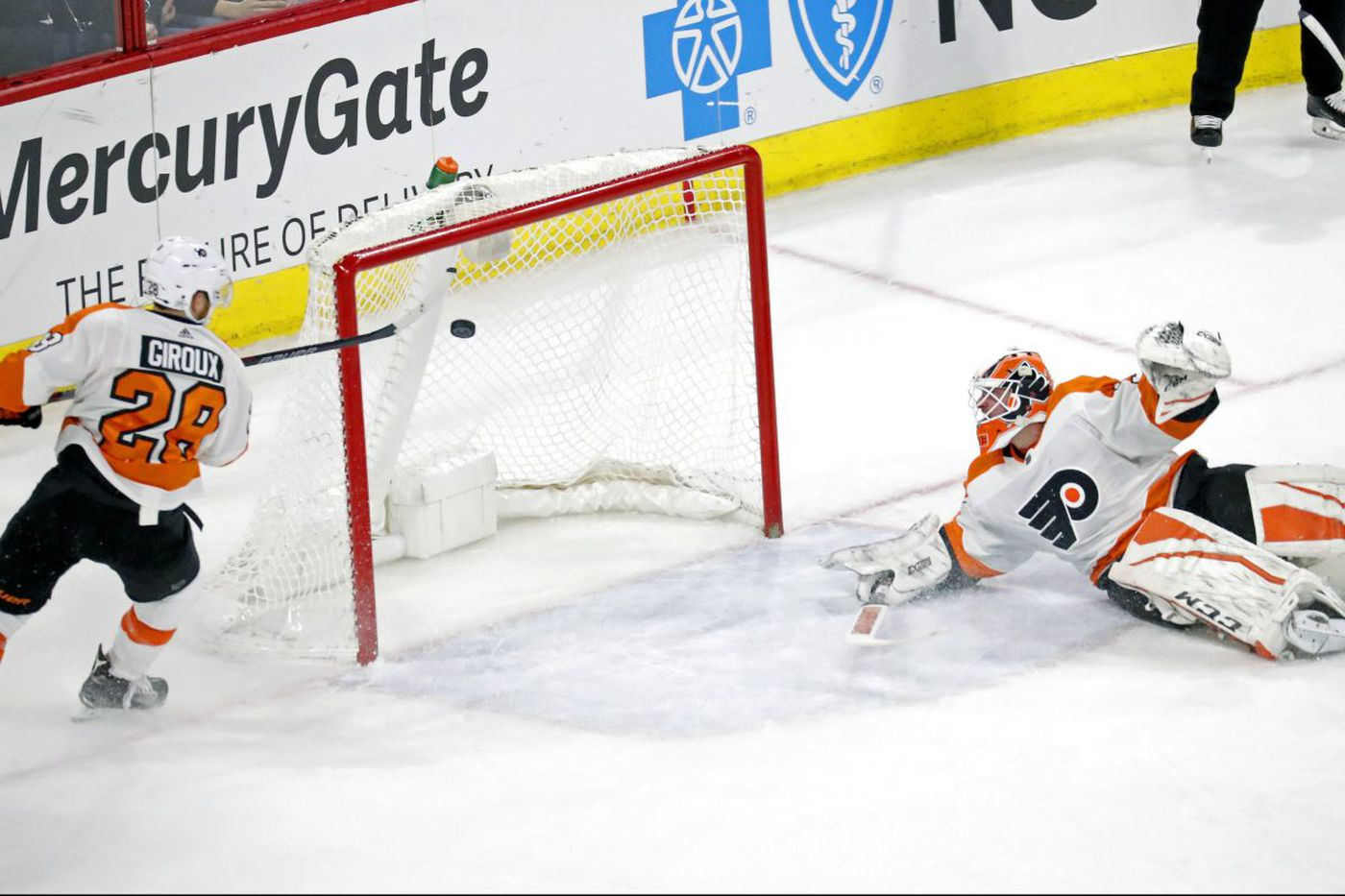 Five observations from Flyers' win over Carolina, including Claude Giroux being hard on himself