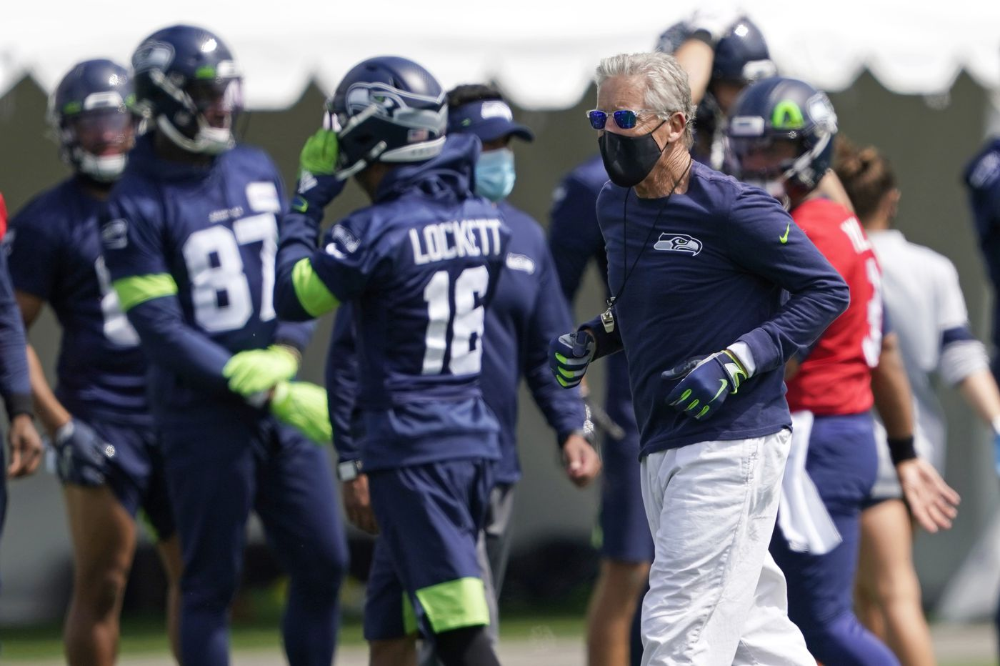 Kemah Siverand released from Seahawks after sneaking girl into team hotel, Kennedy Chandler commits to Tennessee, and other sports news