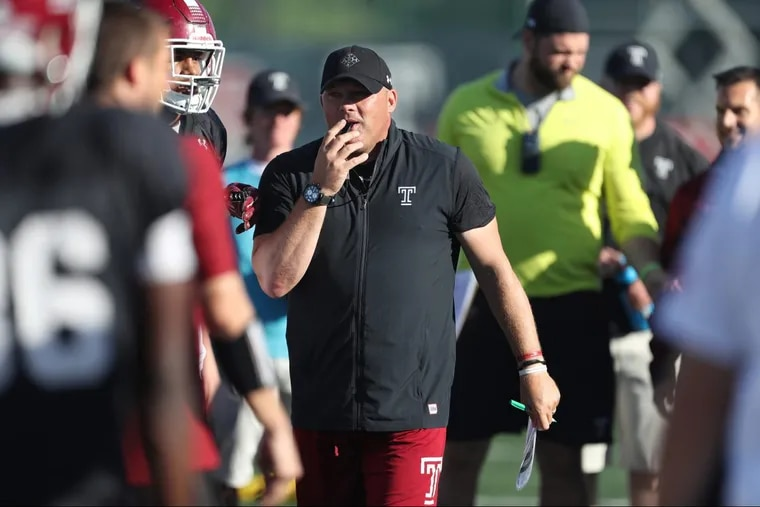 Head Coach Geoff Collins assembles the team during warm up at Temple University practice football field Tuesday October 10, 2017. DAVID SWANSON / Staff Photographer
