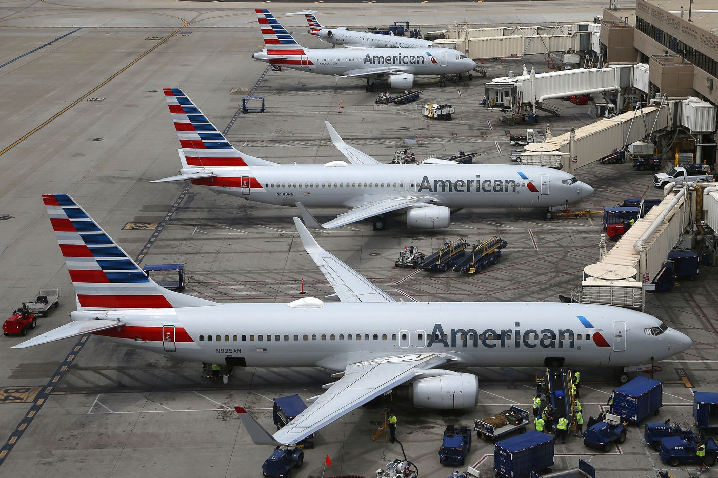 American Airlines Demands Mechanics Unions Pay For