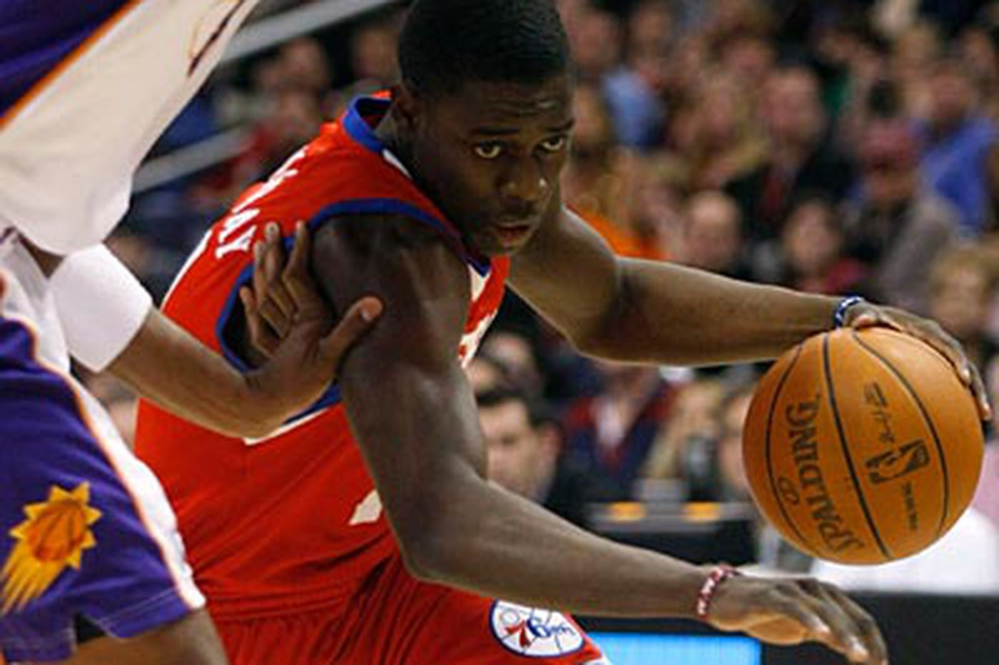 Turner's strong game helps Sixers beat Suns