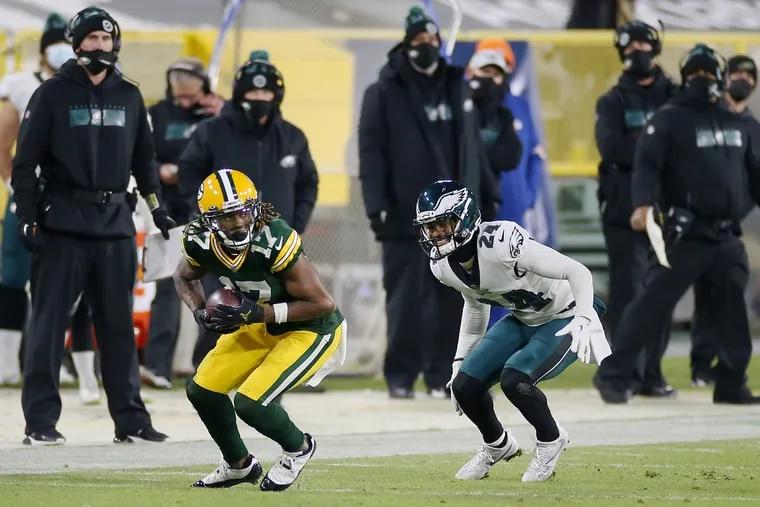 Green Bay Packers wide receiver Davante Adams (17) makes a catch in front of Eagles cornerback Darius Slay.