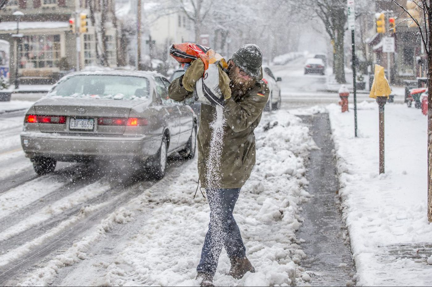 Heavy snow, 'thundersnow,' a Philly record, and accumulations up to 16 inches