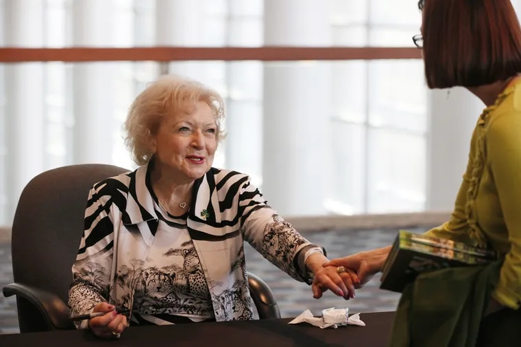 Betty White in 2012 with Brandi Whitesell (right), a library director from the Free Library of Media-Upper Providence.
