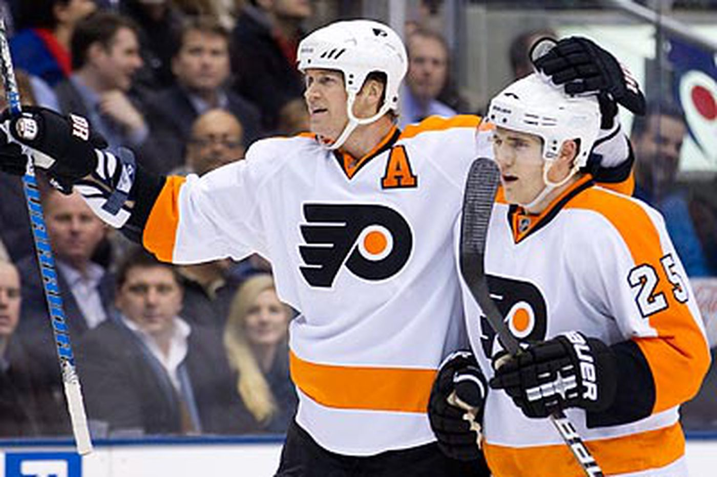 Flyers' Pronger to miss time with foot injury