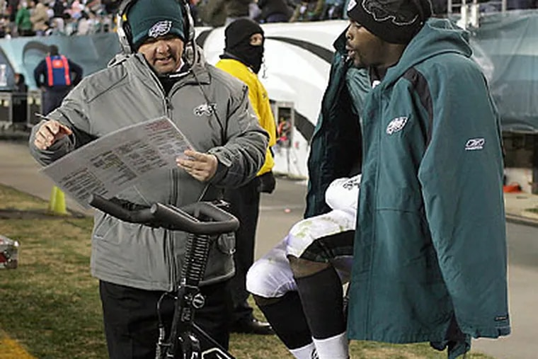 Marty Mornhinweg (left) believes that Michael Vick (right) can be better than Steve Young. (Yong Kim/Staff file photo)