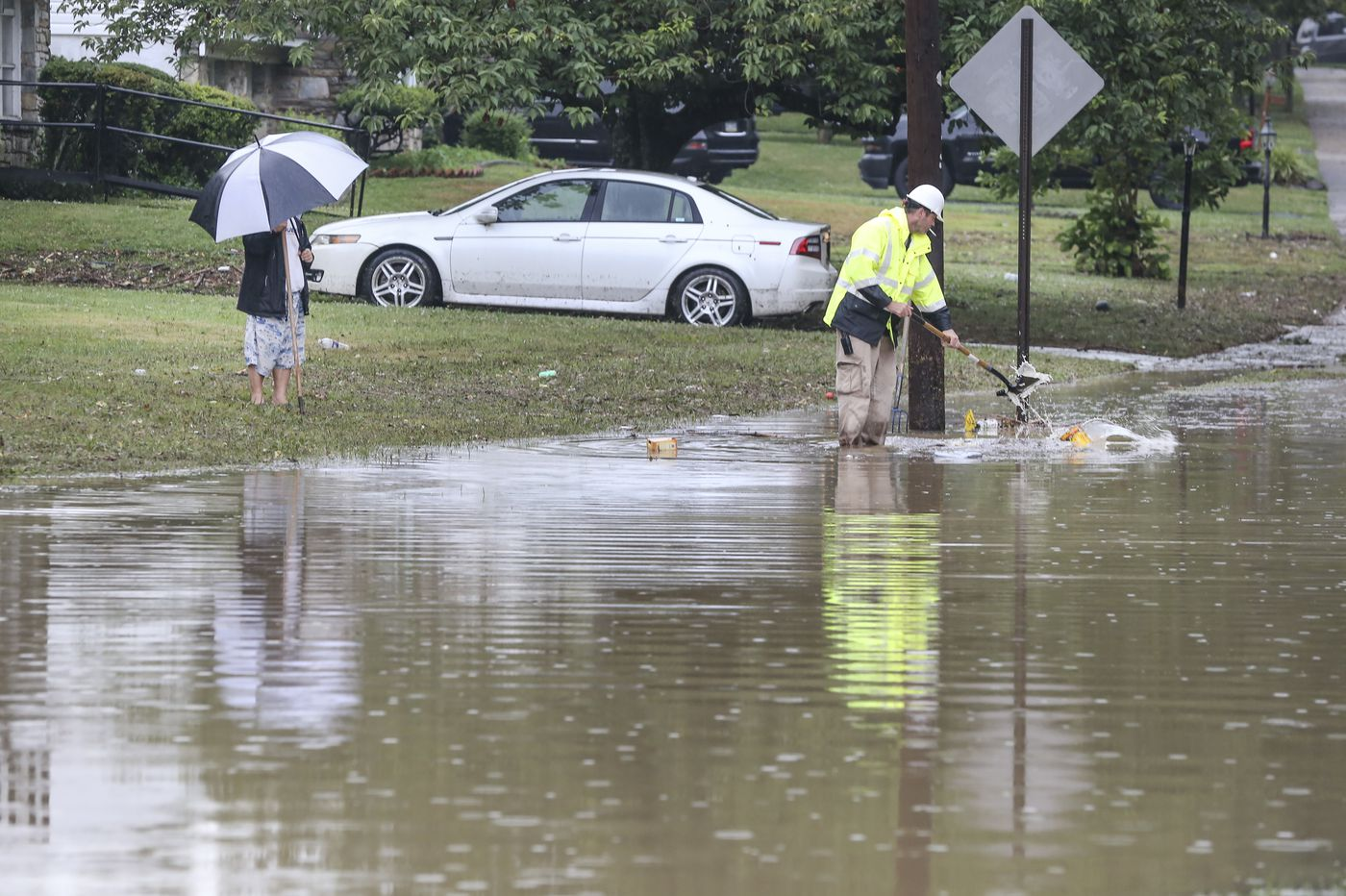 Flash floods in Philly area submerge cars; 'ring of fire' storms produce nearly 6 inches of rain, and hail