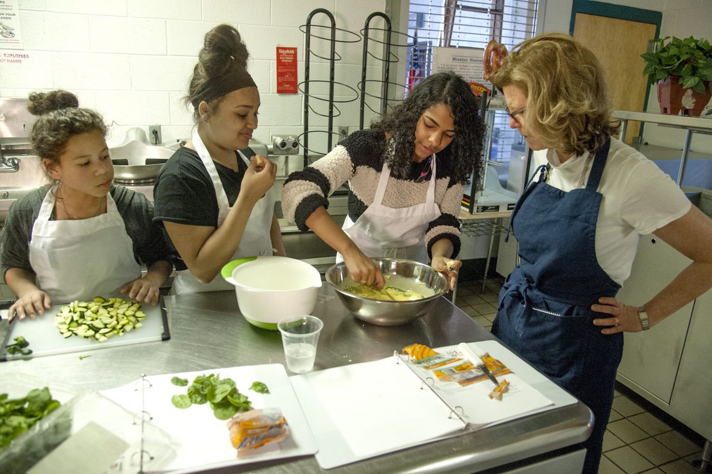 Healthy cooking on the cheap, brought to city kids by an army of volunteers