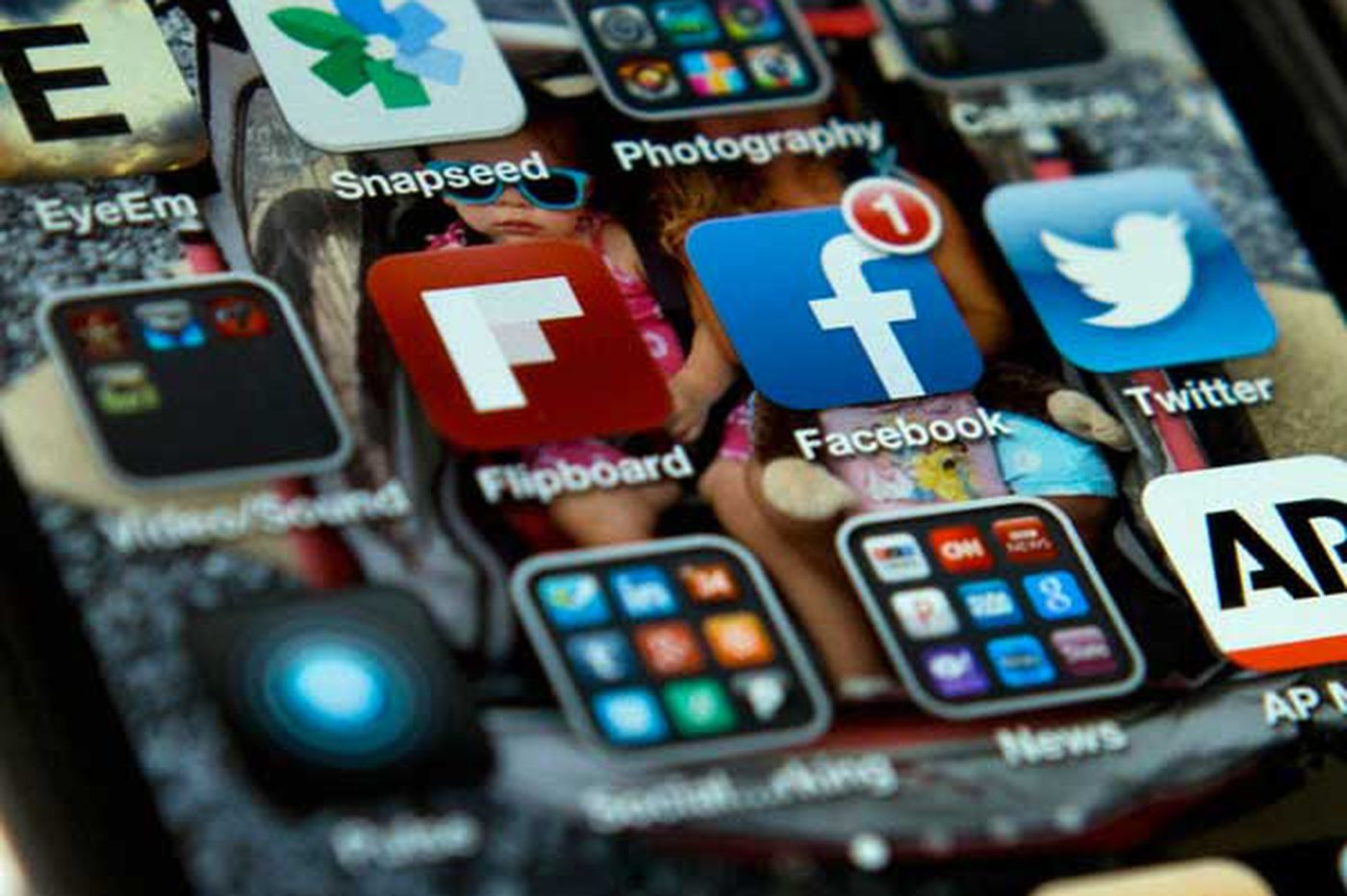 Teens' enthusiasm for Facebook falling, Pew report finds