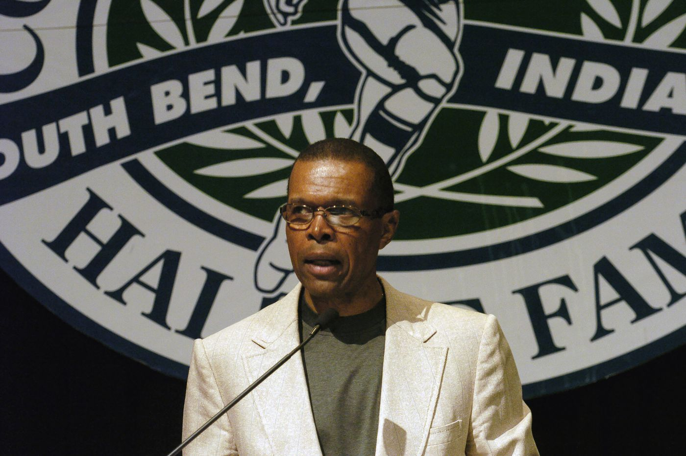Gale Sayers, Hall of Fame running back for the Bears, dies at 77