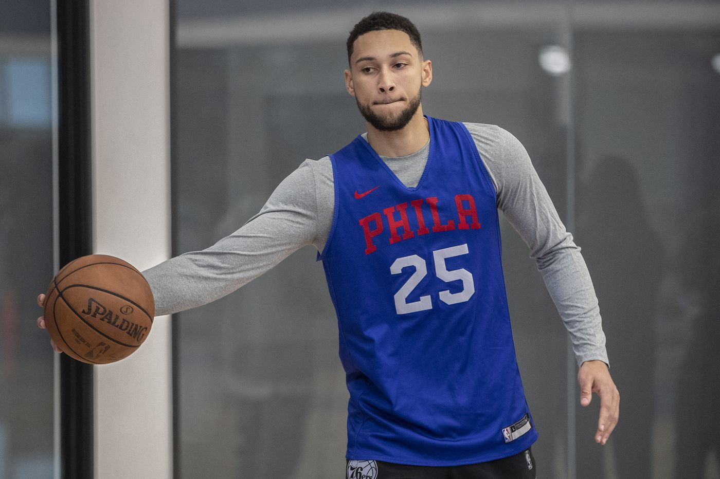 Sixers' Ben Simmons leaves game in Utah with minor AC joint sprain in right shoulder.