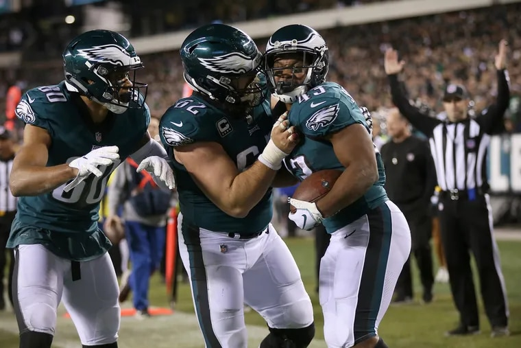 Jason Kelce (center) helped Darren Sproles (right) score a big touchdown in the Eagles' win over Washington.