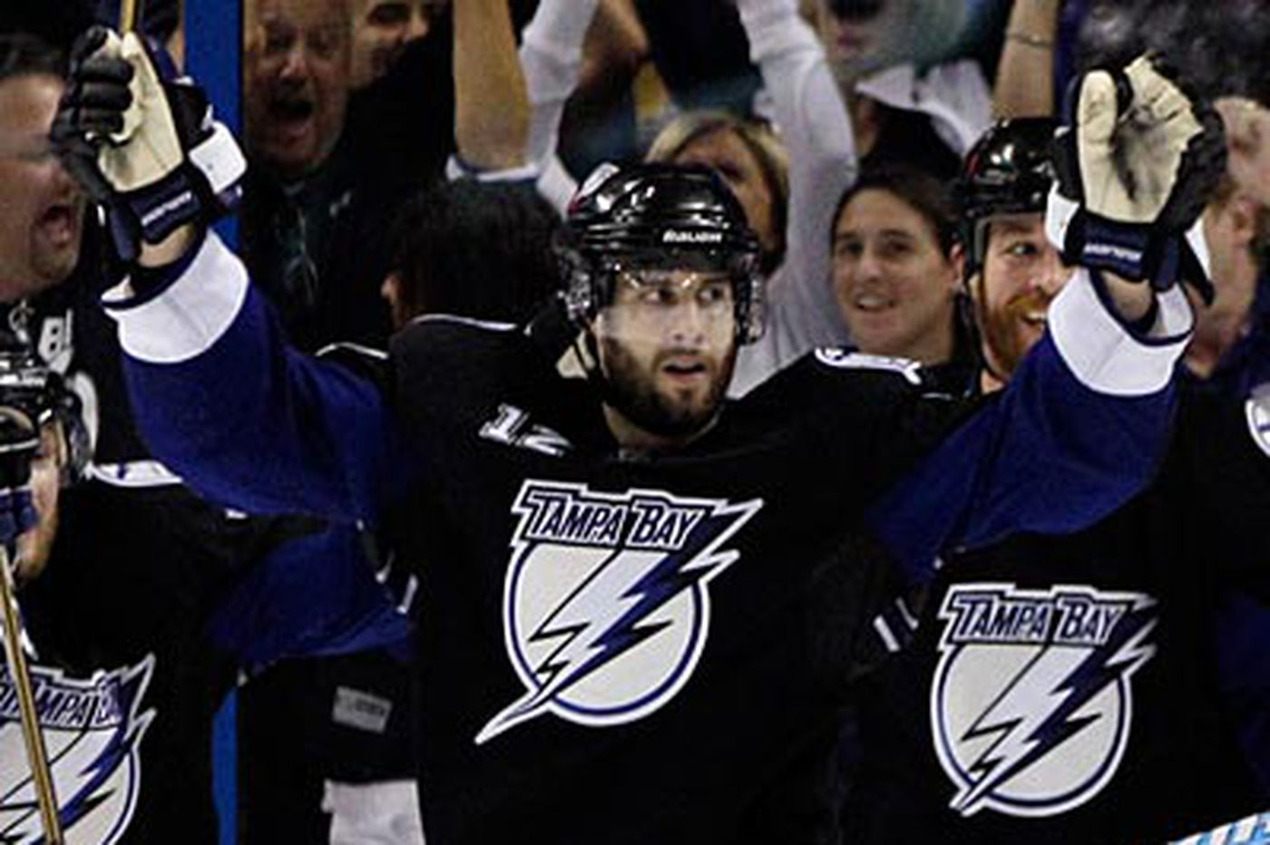 Gagne helps lift the Lightning