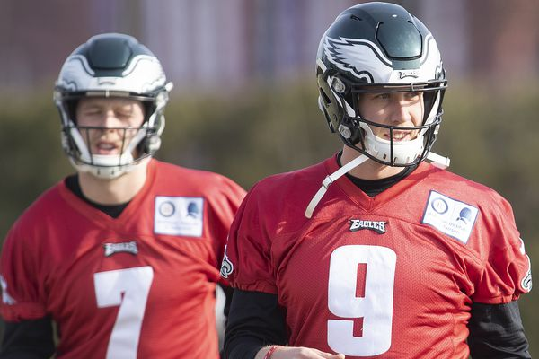 With Carson Wentz's status unclear, Eagles are prepping for Rams with Nick Foles as No. 1 quarterback