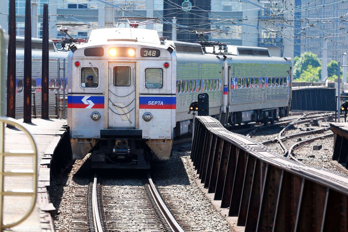 300 SEPTA rail passengers stranded for hours after train snags overhead wires