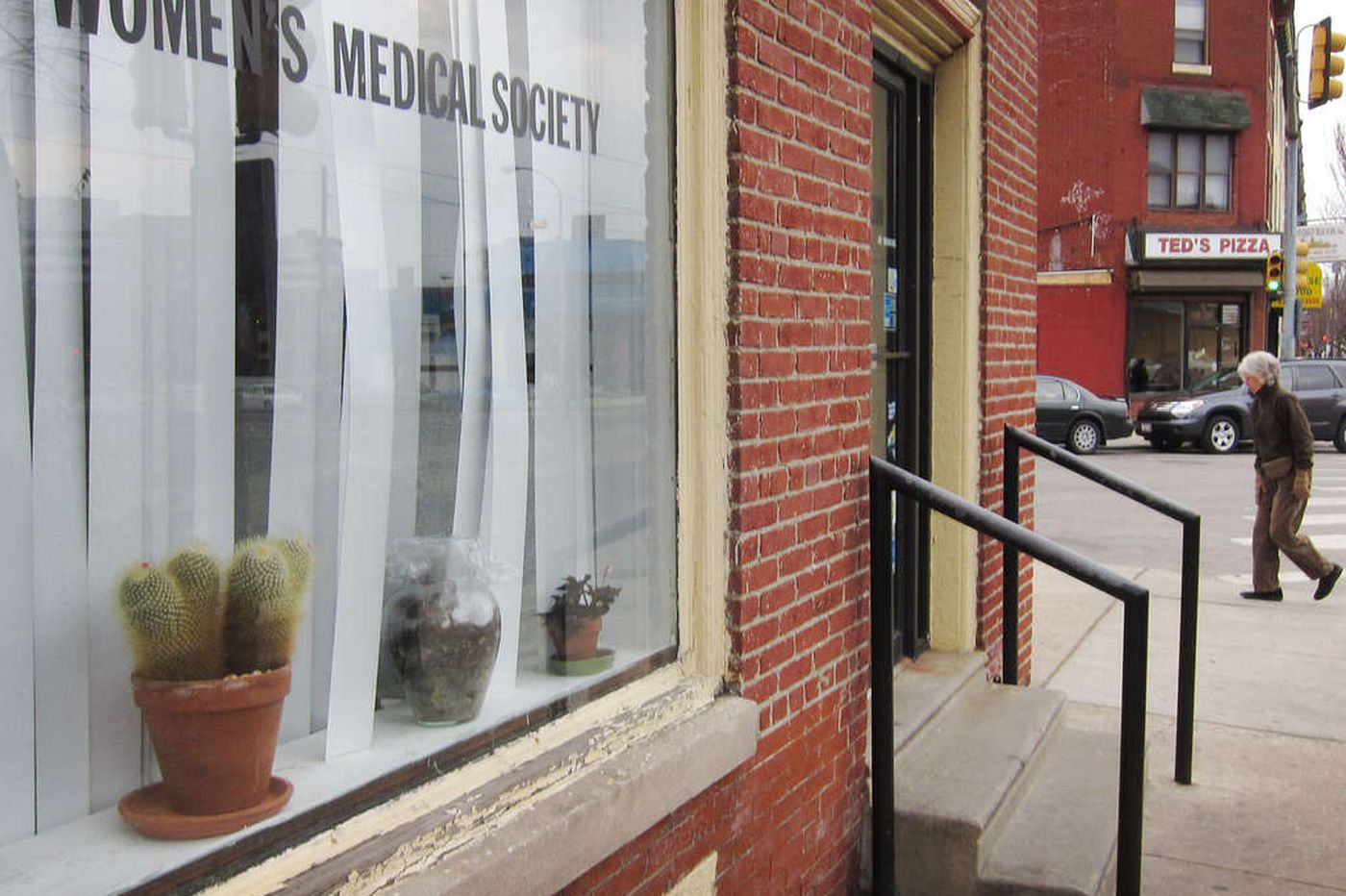 Abortion doc charged by feds with dealing drugs, too