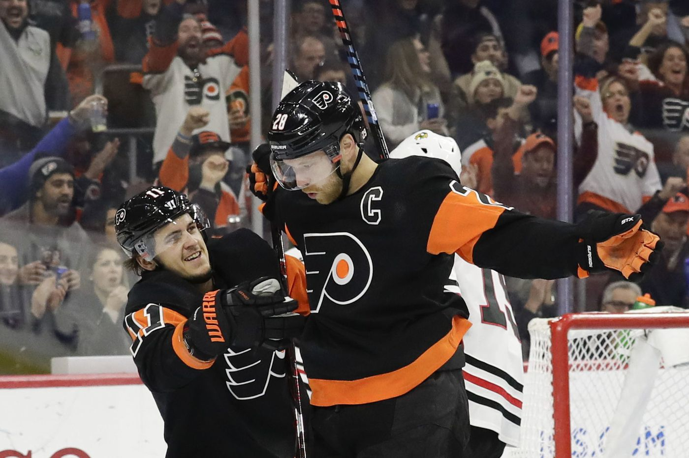 Flyers and Claude Giroux stay hot in win over Blackhawks