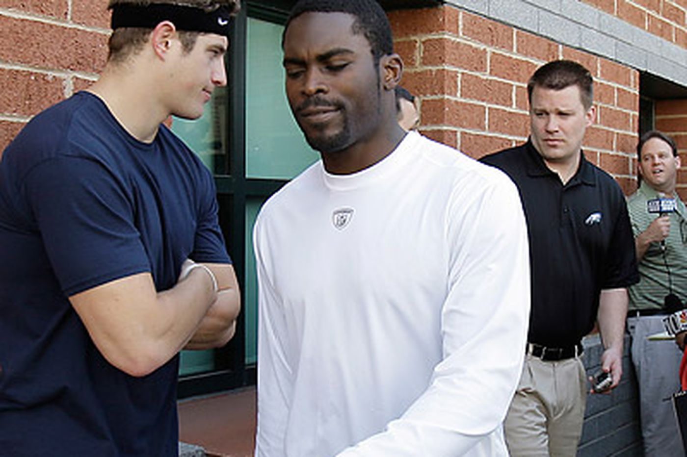 Surveillance video said to dispute Vick's story